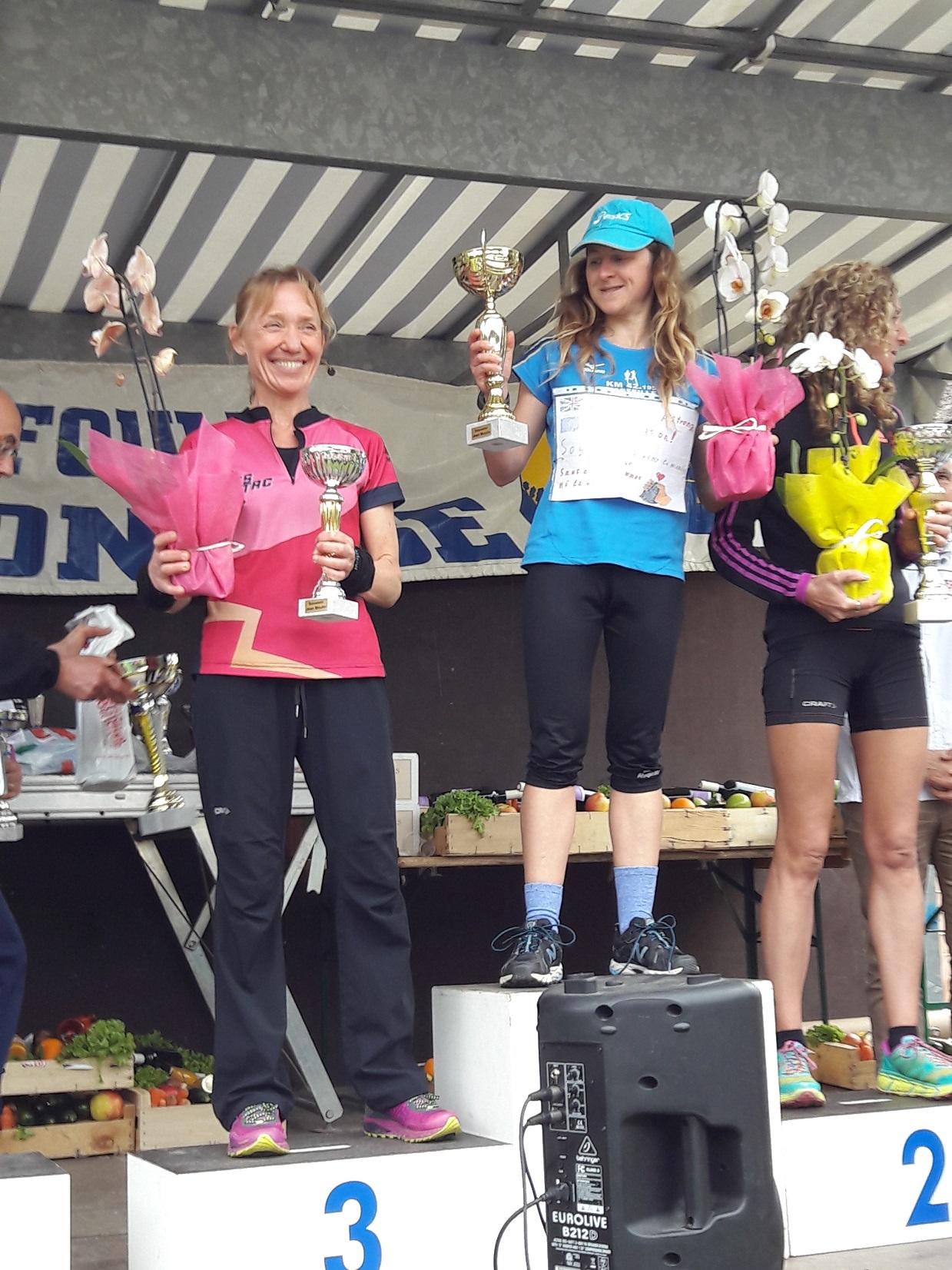 6-Agnès sur le podium (3ème au scratch sur le 7km)