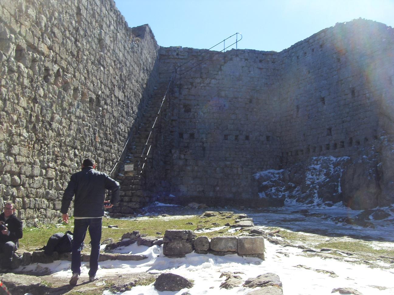 44-On traverse le château.. enneigé