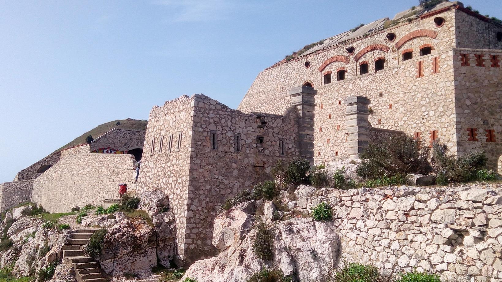 17-On passe par le Fort de Niolon