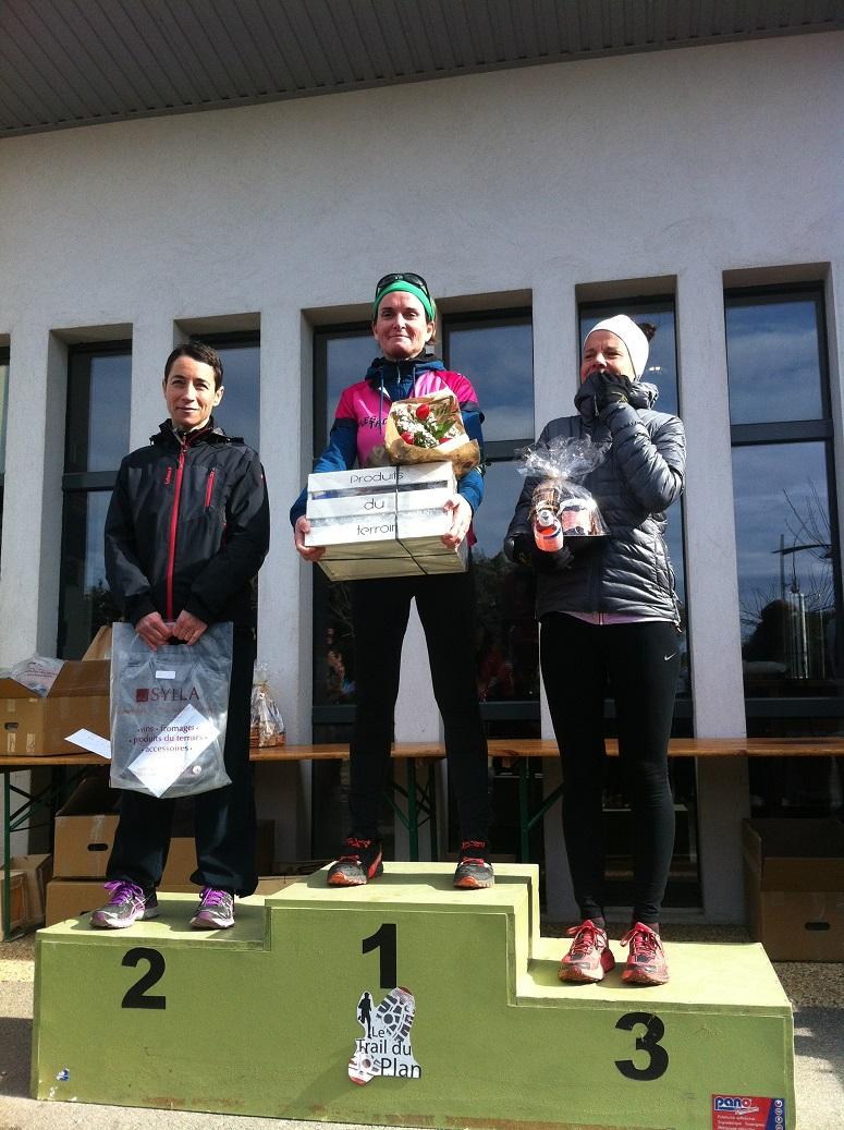 33-Et voilà le 5ème podium: Bérengère 1ère des M1F sur le 15!