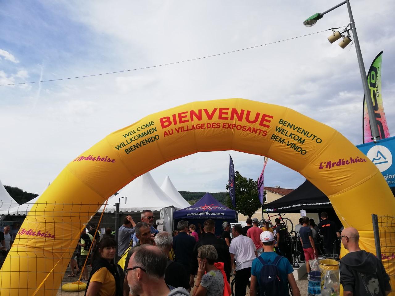 2-Un 'bienvenue' en toutes les langues pour 14500 cyclistes