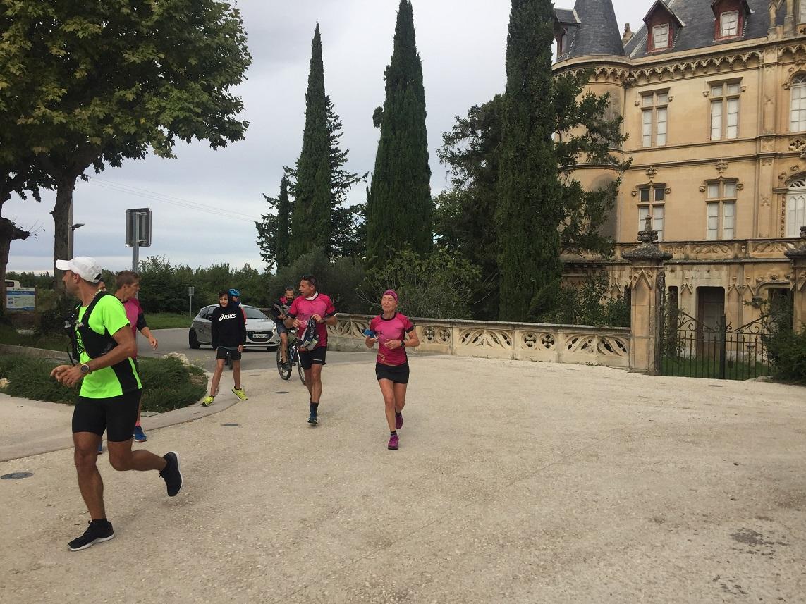 23-Repassage par le château, Thom' renfile son camelbak (2h30 de course)