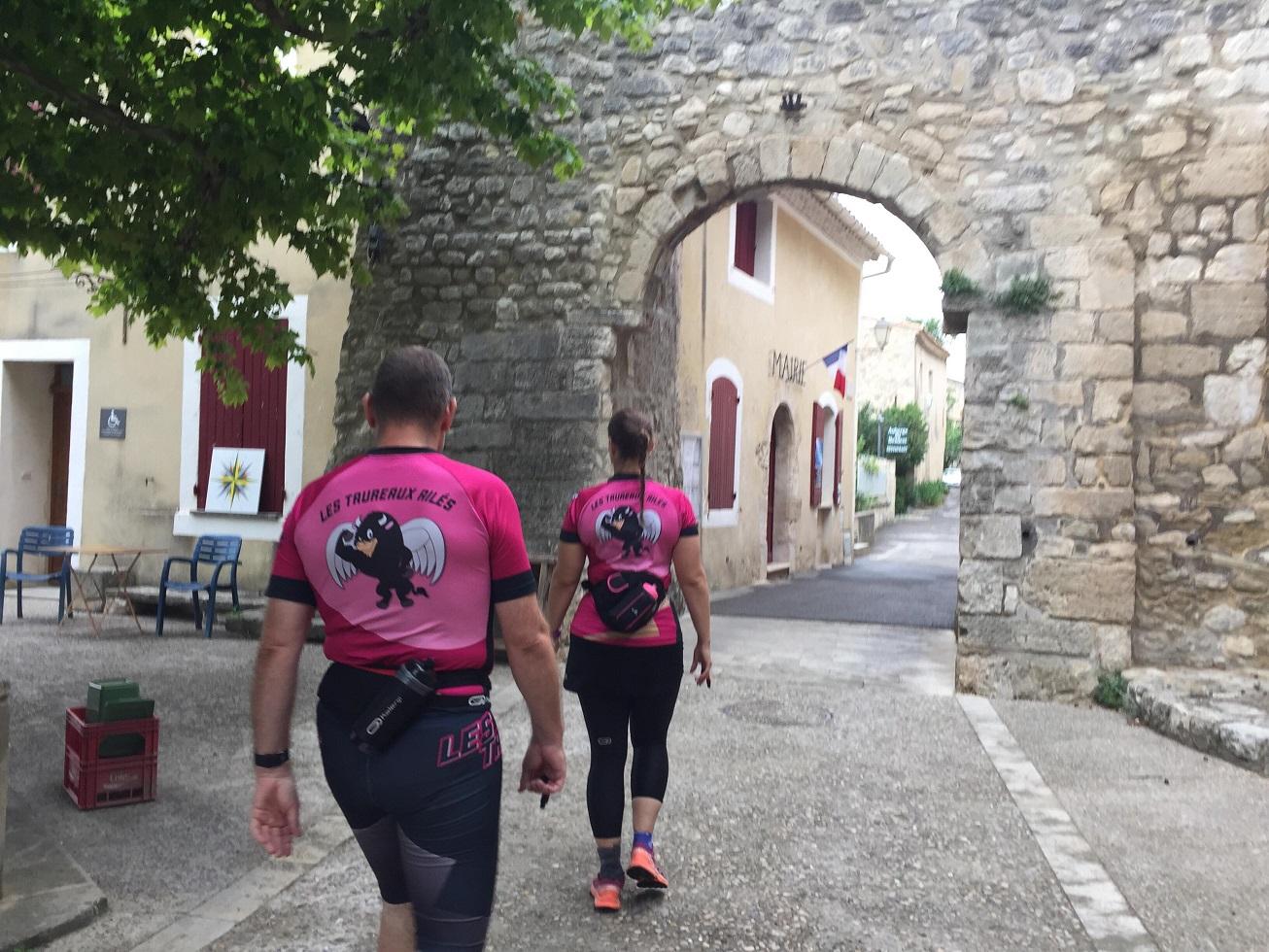 3-Direction le départ au château du Beaucet