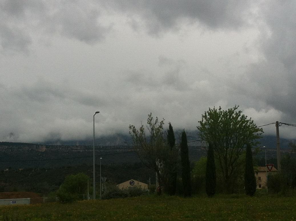 12-La Sainte-Victoire totalement enfouie dans les nuages