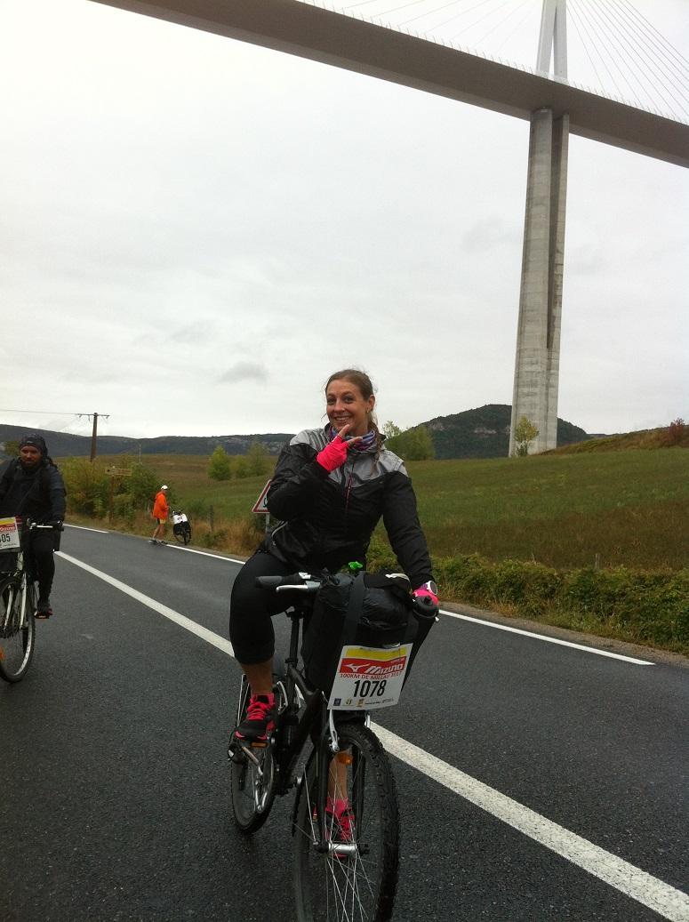 26-Fred' et son vélo ont passé la 1ère montée, sous le viaduc