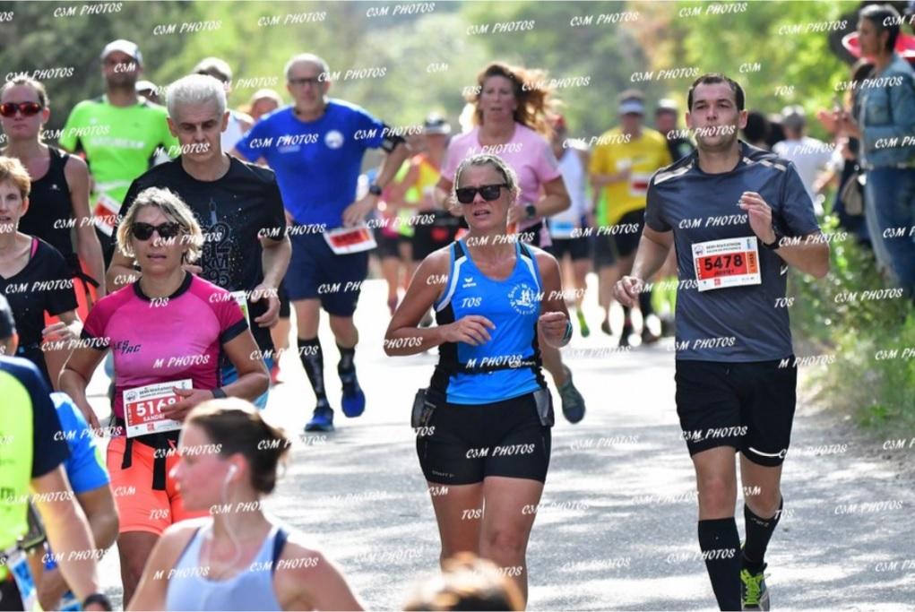 4-Sandrine passe au 11ème km de son semi