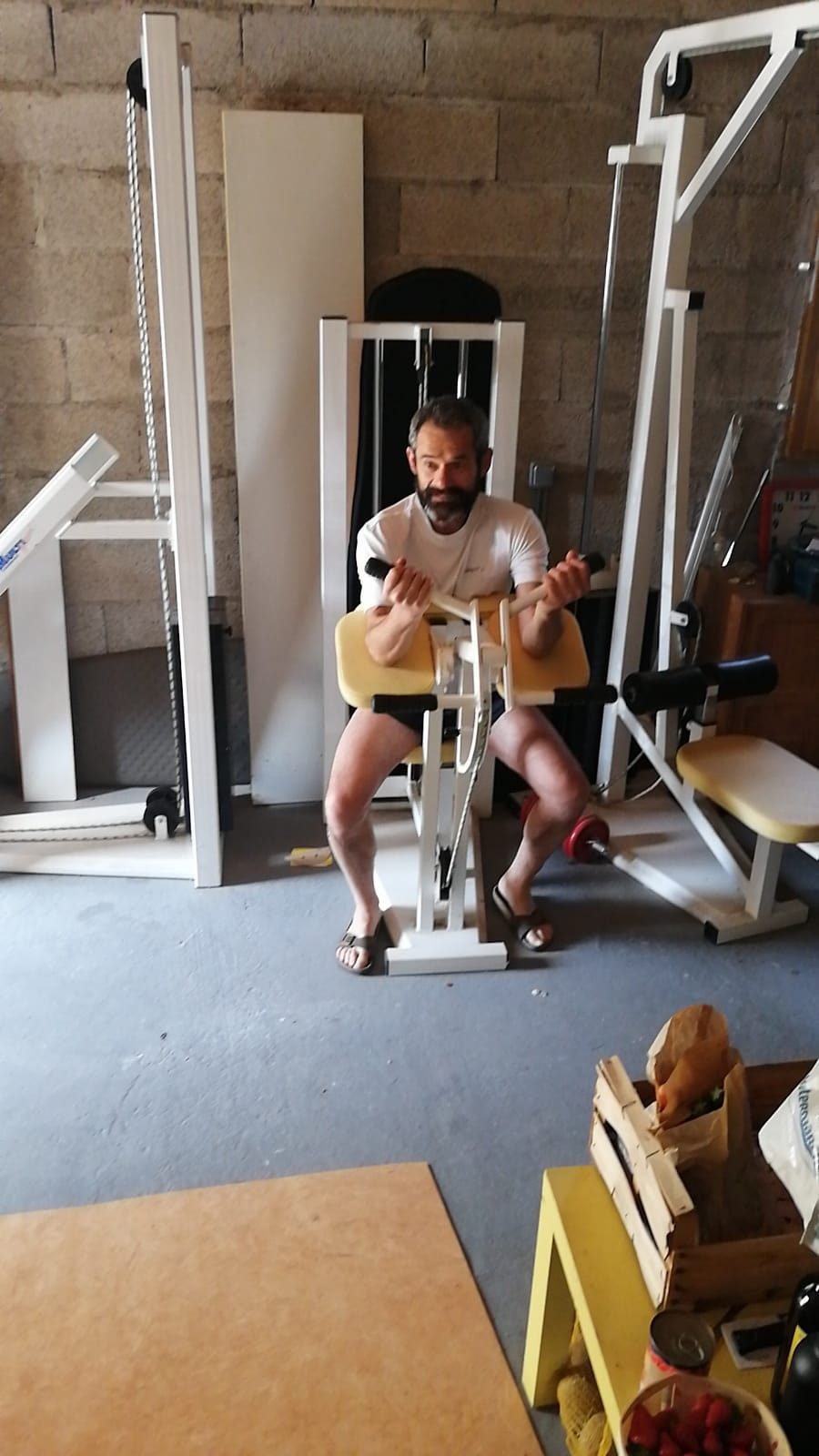 33-Christophe en pleine séance muscu'