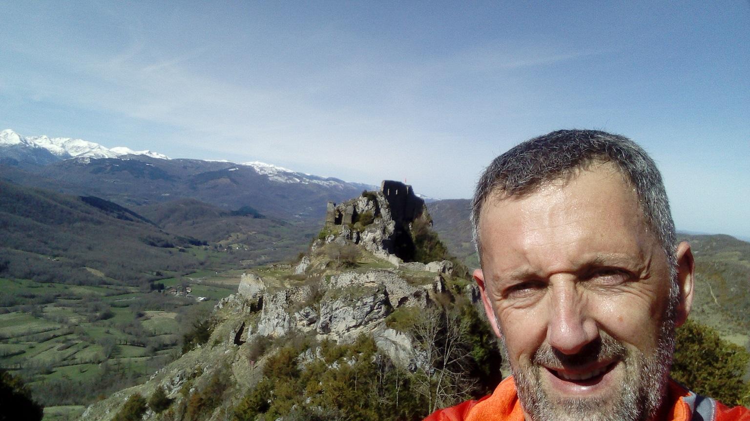45-Luc, lui, est alors au-dessus d'un autre château, celui de Roquefixade