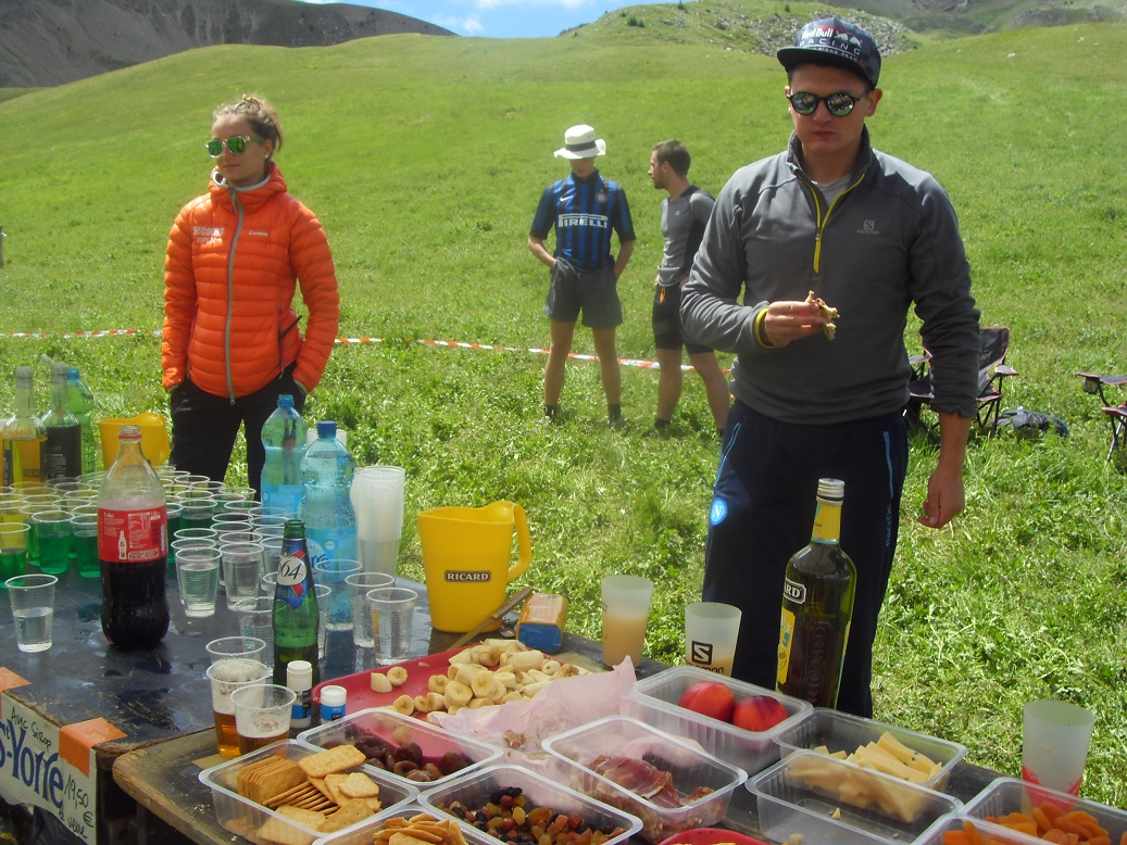 25-Un ravito, au milieu de nulle part, avec de la bière et du pastis!
