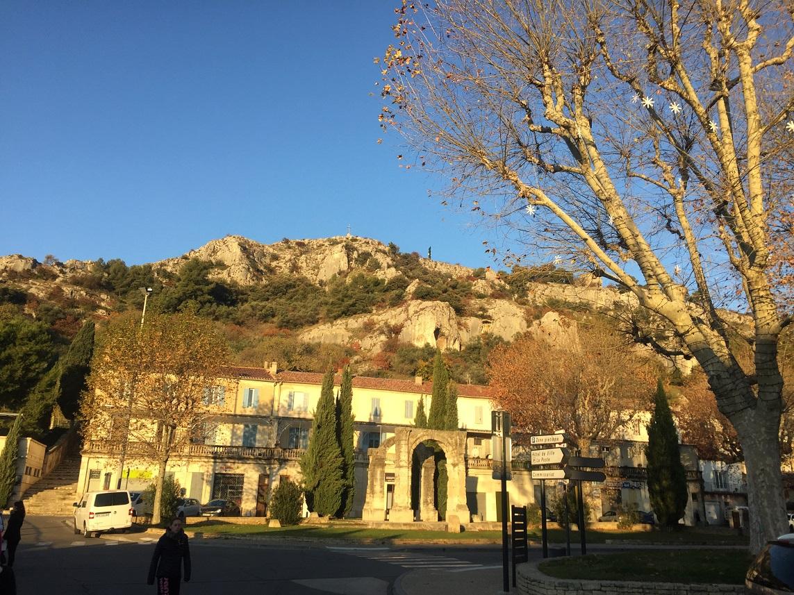 1-Une colline Saint-Jacques ensoleillée nous attend