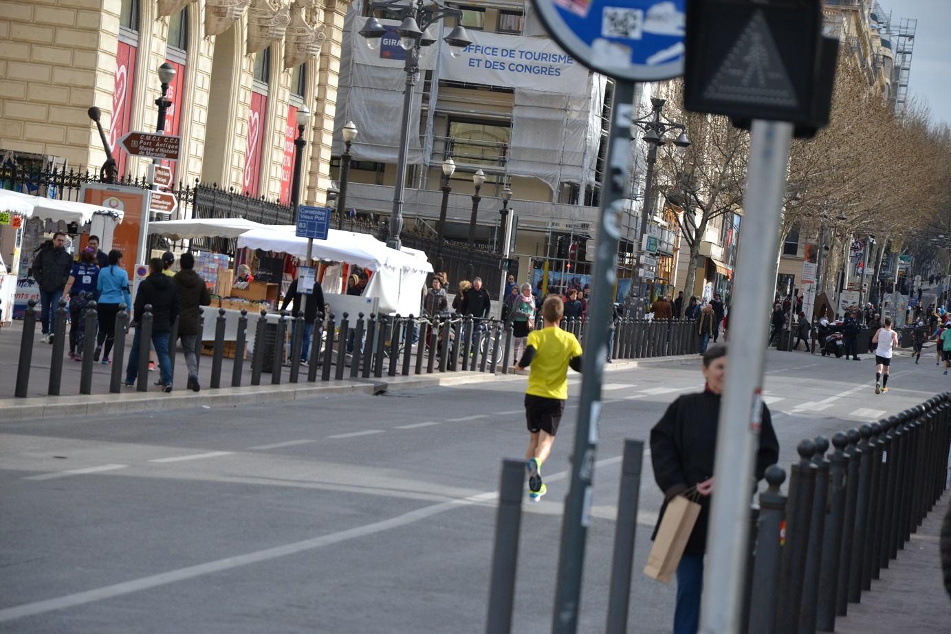 12-Et là, y'a plus que quelques marathoniens.. dont mon futur 'lièvre'