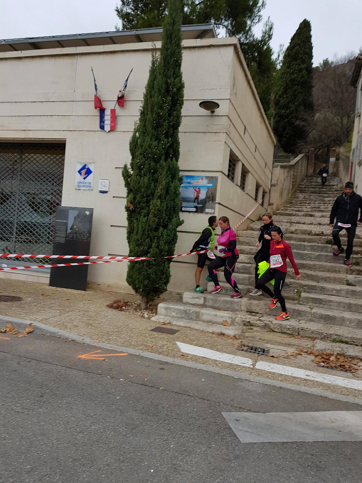 24-Allez, virage à la corde avant de sprinter jusqu'à la ligne..