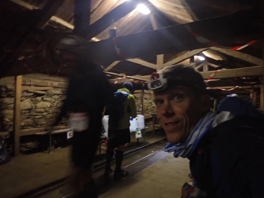 57-Me voici au petit ravito rustique de la Giète (139km)