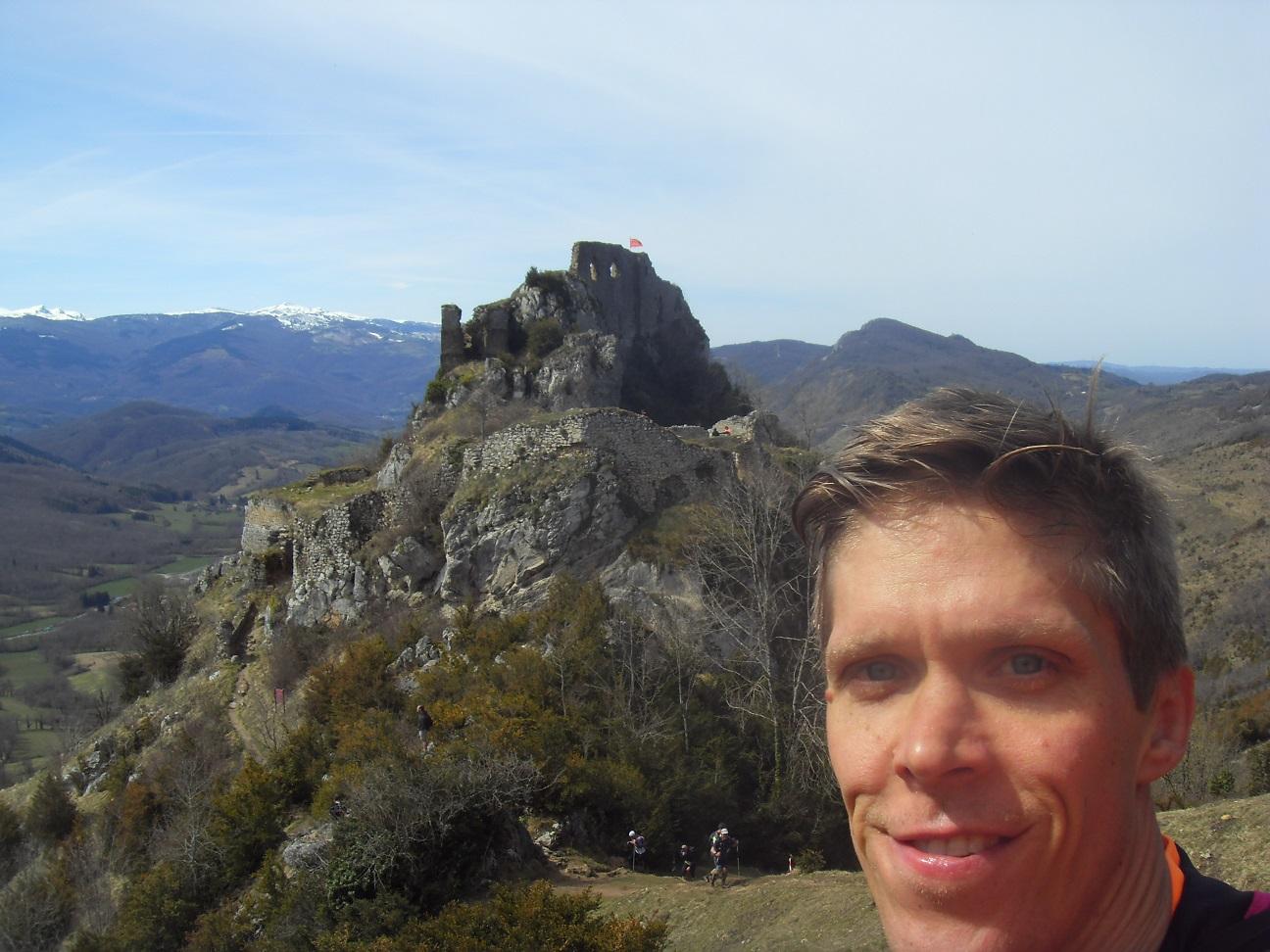 61- 2 heures après lui, Steph' fait la même photo que Lucho', en haut de Roquefixade
