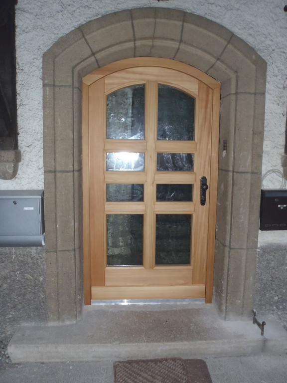 Haustüre mit Segmentbogen aus Lärche