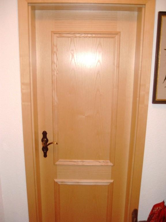 Furnierte Esche - Türen mit aufgesetzten Sprossen