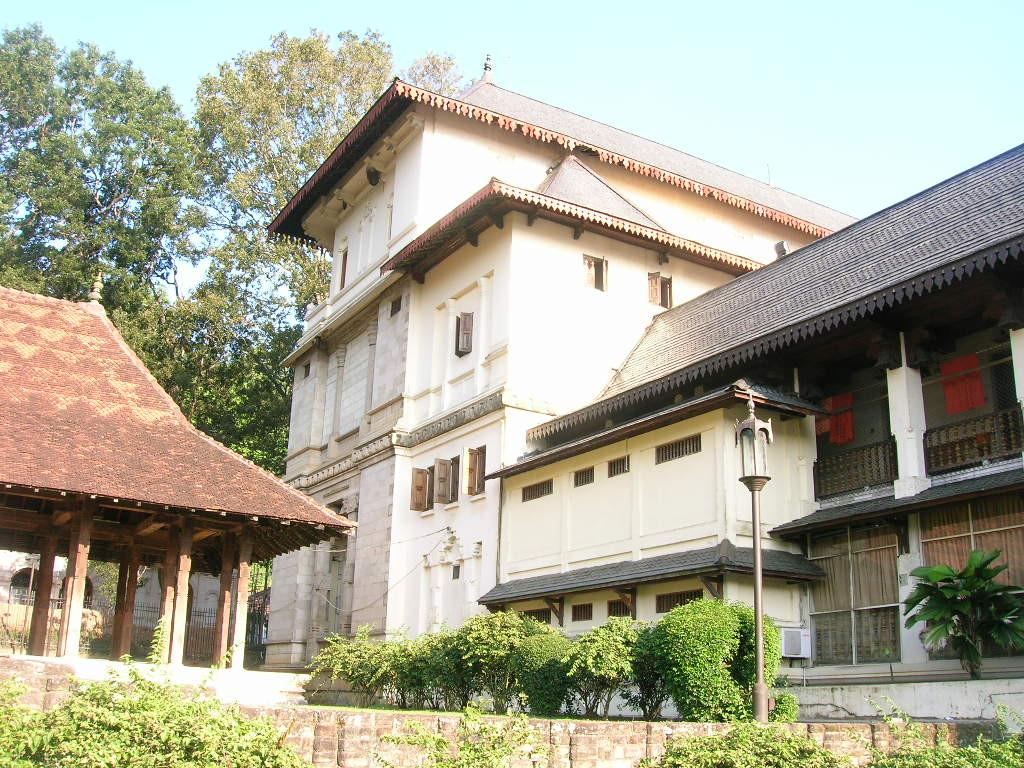 ein Gebäude im Zahntempel in Kandy