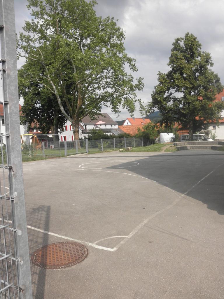 Fußballplatz hinter dem alten Schulhaus