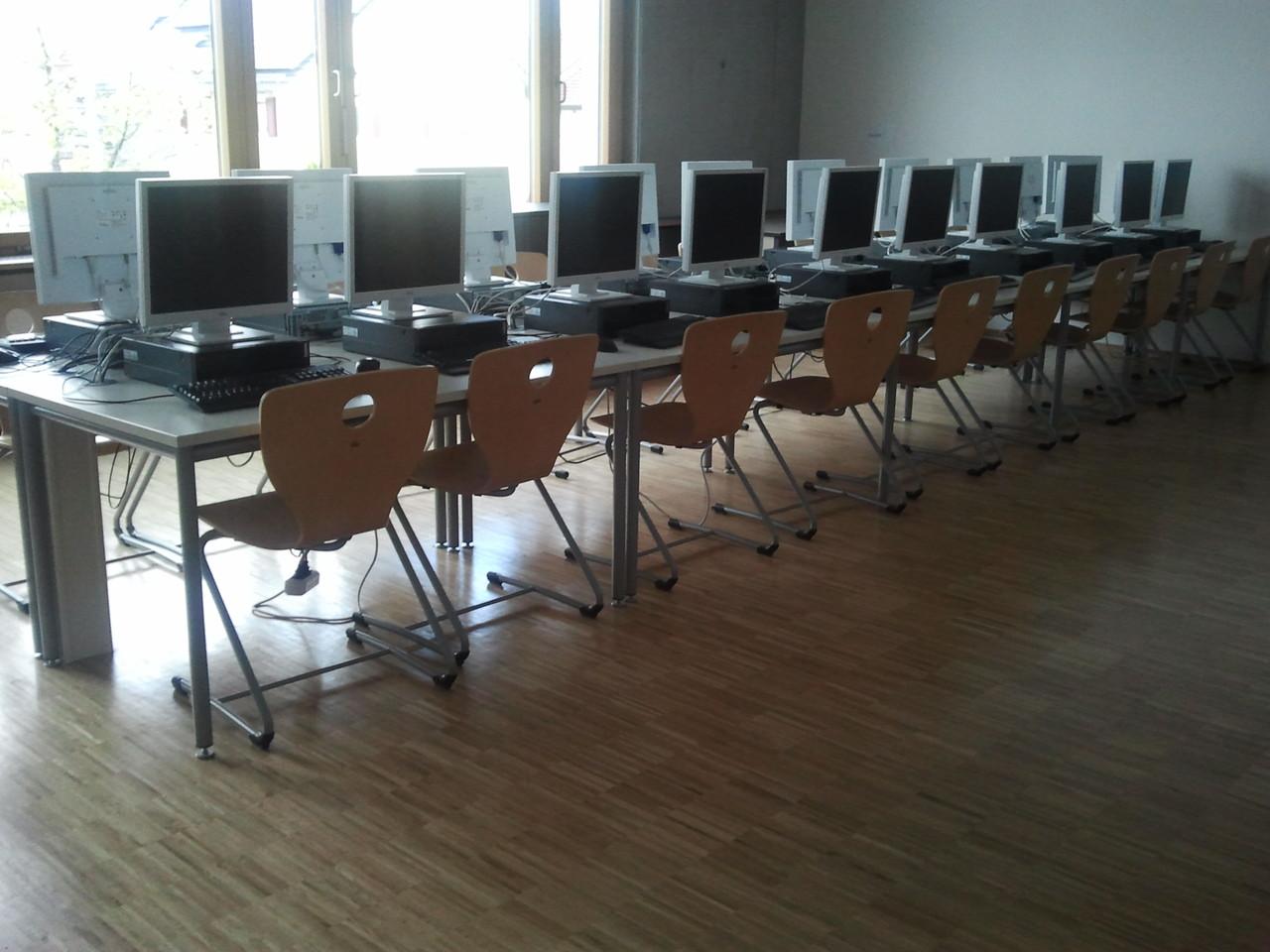 Unser Computerraum mit 25 PCs...