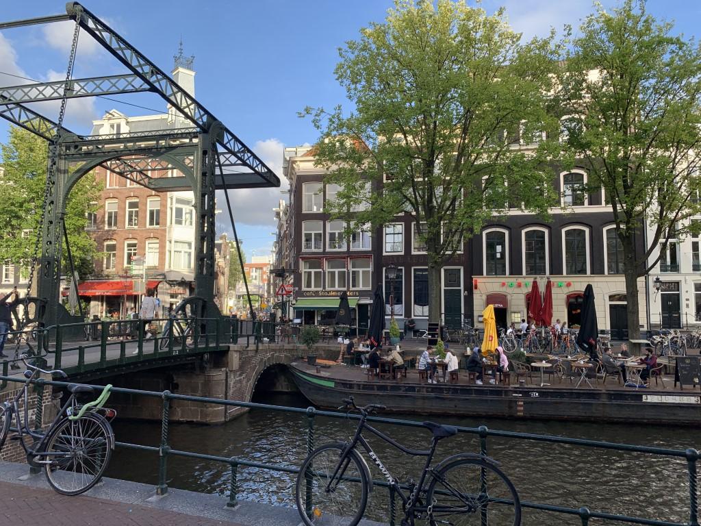 Niederlande, Holland, Amsterdam, Zentrum, Grachten, Amstel, Zwanenburgwal mit Zugbrücke