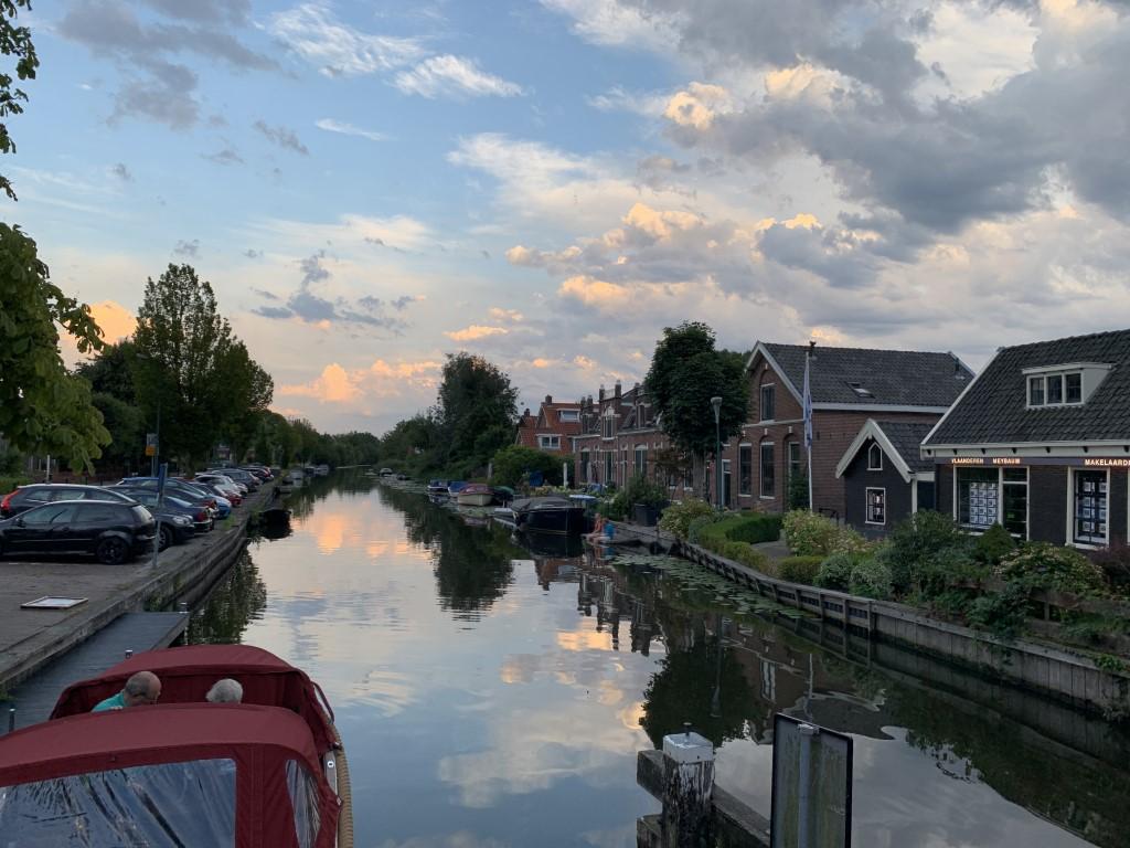 Abcoude, Vorort Abcoude hat alles was man braucht: Supermarkt (in NL auch sonntags geöffnet!), Restaurants und eben einen Bahnhof an der Strecke nach Amsterdam!