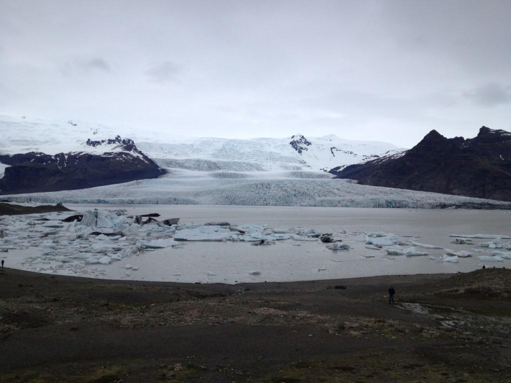 Der Gletscher Vatnajökull, im Vordergrund die Lagune