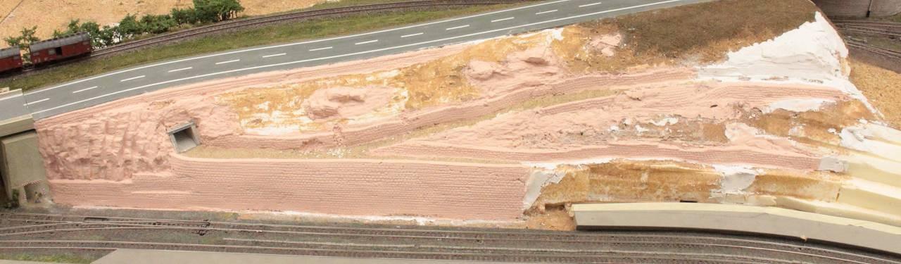 30.08.2012   Als Grundton der Sandsteine wurde ein Babyrosa gewählt.
