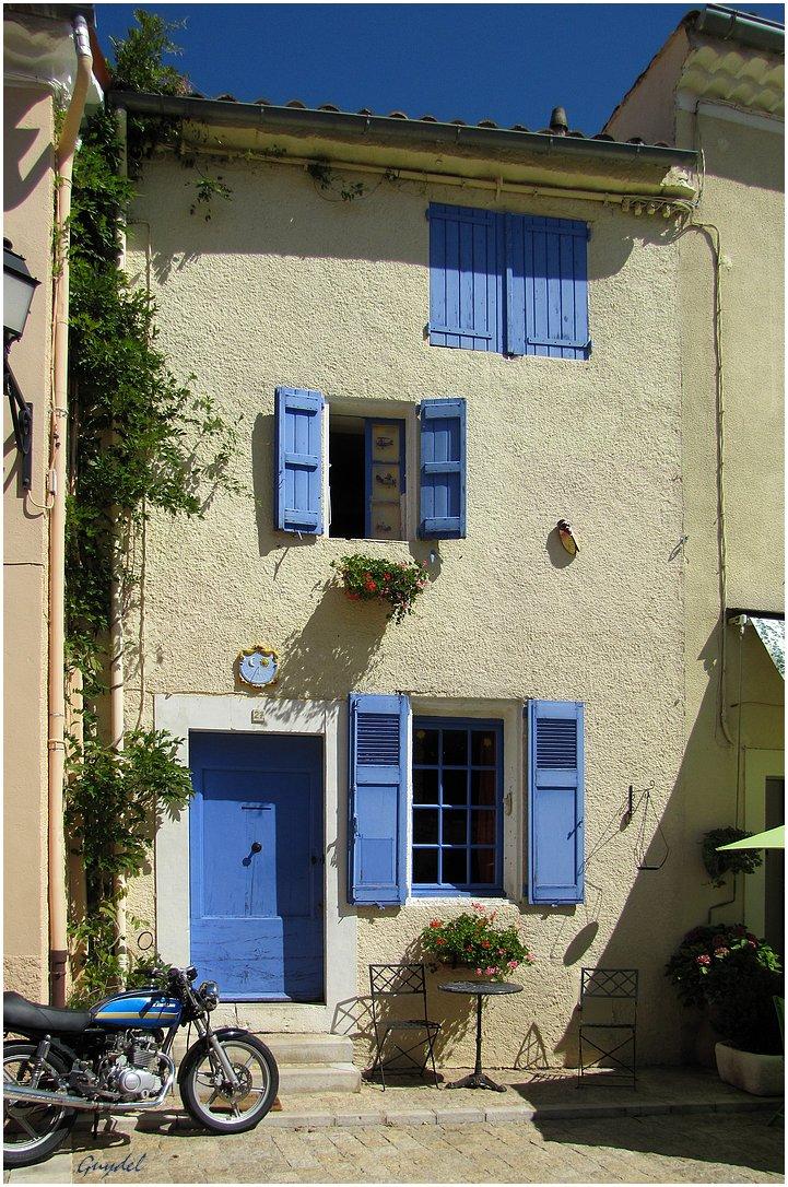 La Maison Bleue à Mons ( Var : PACA : France )