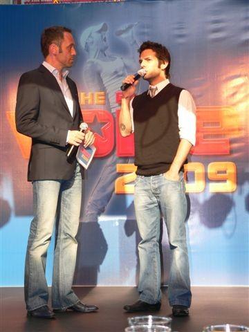 Moderator Reinhart Gabriel und Manuel Ortega im Gespräch