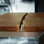 Tisch aus zwei Eiche-Bohlen, gefertigt von UNGEHOBELT - die Tischlerei
