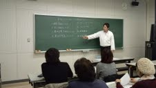 福井県立大学にあるキッチンBooさんのオーナーシェフ高野滋光さんの講義