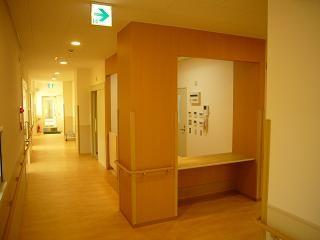 病院、受付カウンター