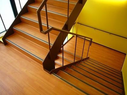 高齢者介護施設、階段