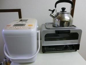 これくらいのスペースでも十分収まります。白色が基調ですので、どんなキッチンでも溶け込みやすいのではないでしょうか。