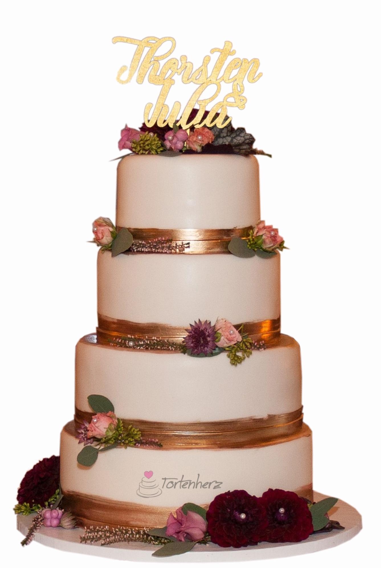 Hochzeitstorte mit Rosegold und echten Blumen
