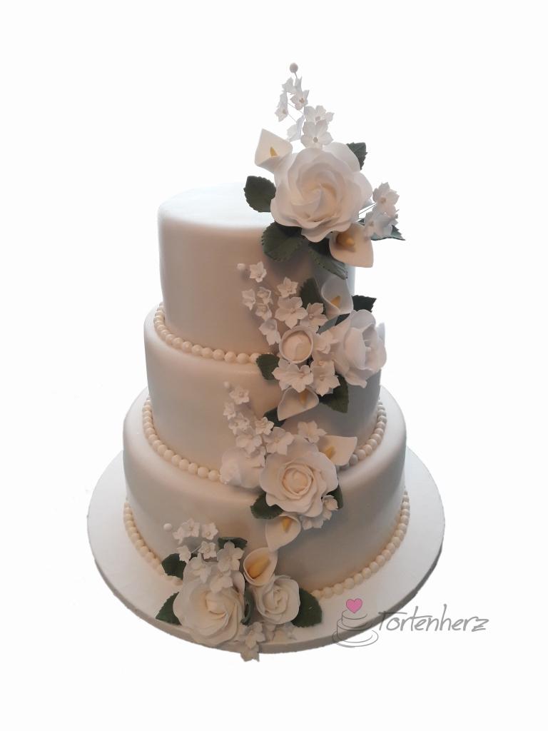klassische Hochzeitstorte mit Zuckerblumen