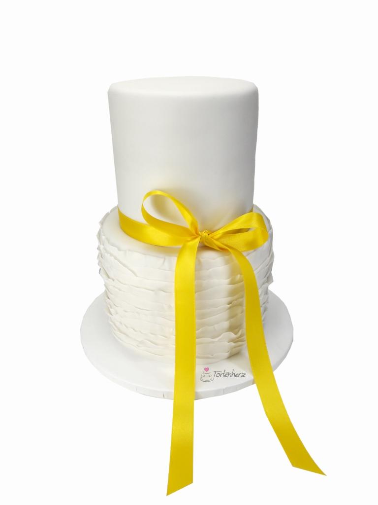 Ruffeld Cake mit gelber Schleife