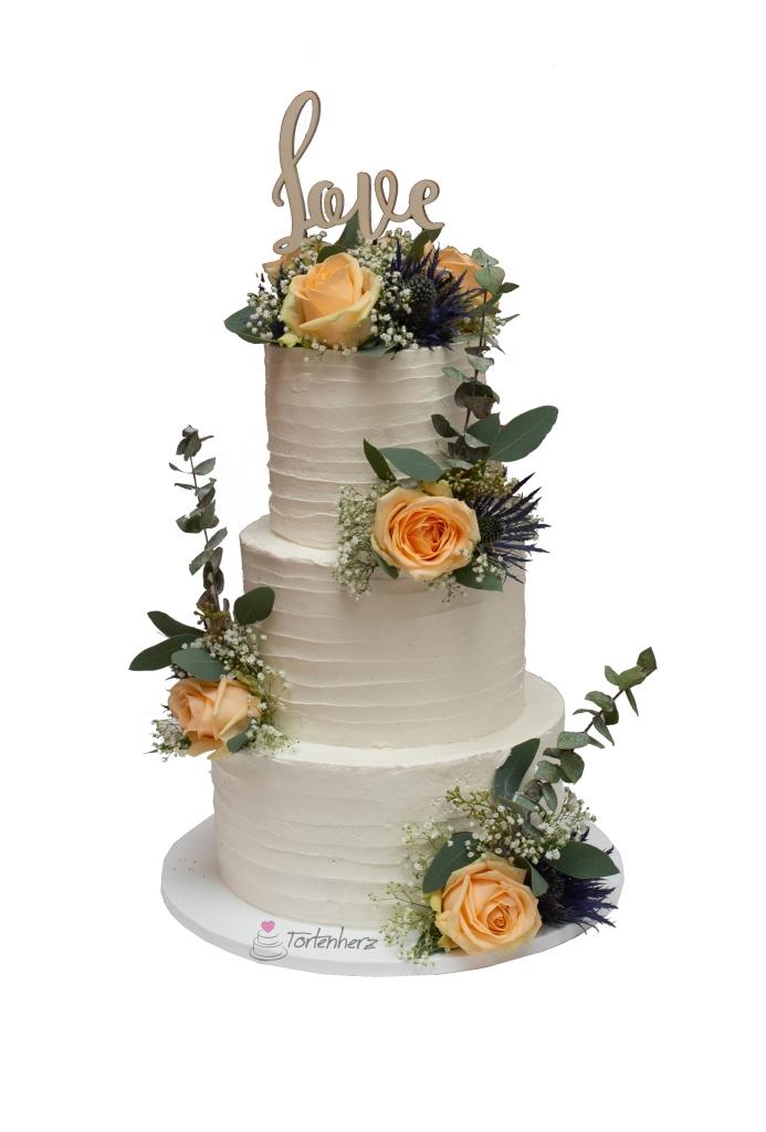 Cremetorte mit Blumen und Cake Topper