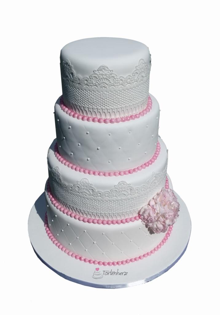 Hochzeitstorte mit Spitze und rosa Perlen