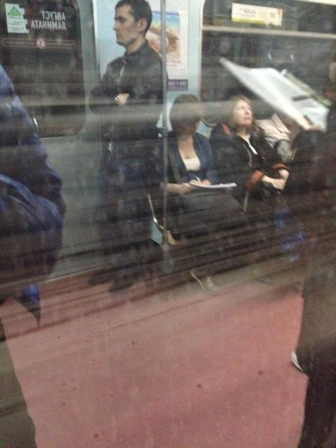 モスクワ地下鉄電車内2