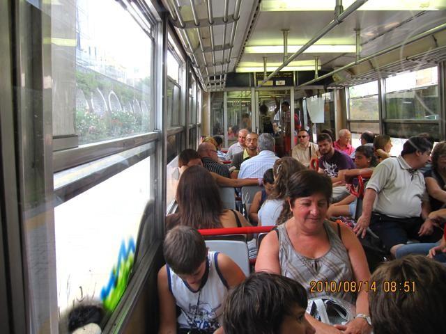 ポンペイへ向かう電車の中