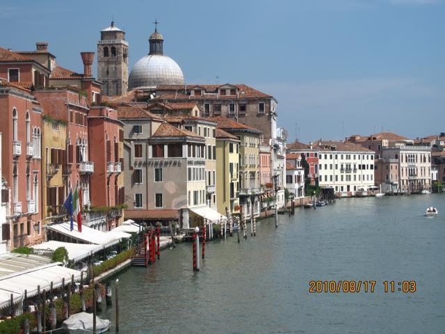 川に面する建物