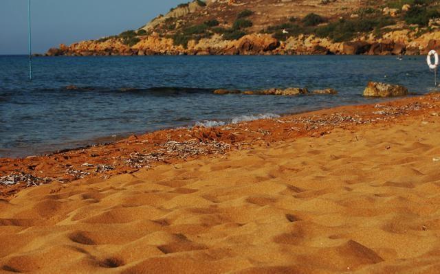 Ramla il-Hamra Bay