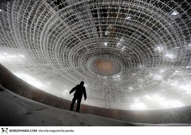 ブルガリア共産党本部の廃墟が、...