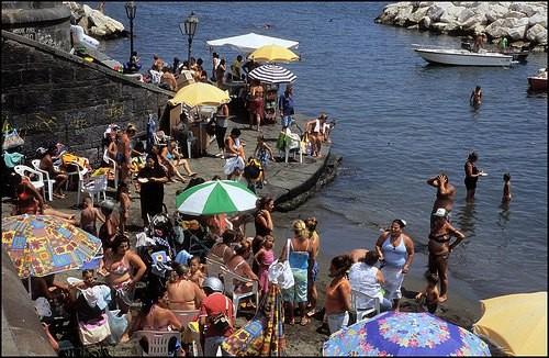 ナポリの港 by Giuliano Longone