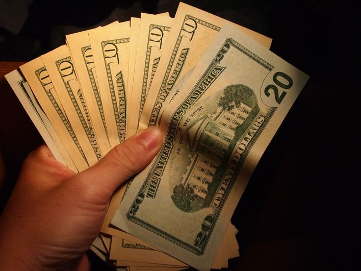 お金を稼ぎながら旅をする方法