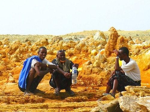 ダナキル砂漠:人々