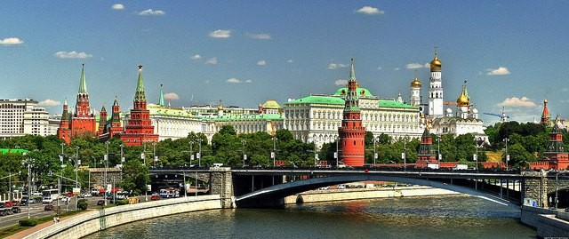 モスクワ川とクレムリン by Pola Damonte