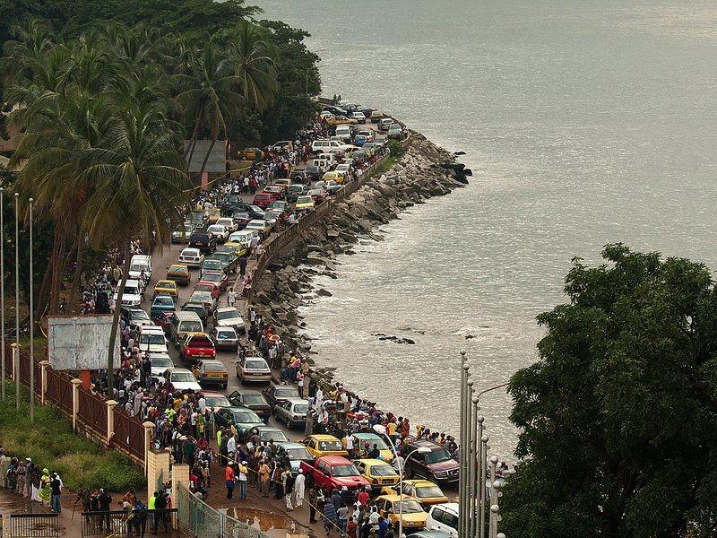 ギニアの首都コナクリ(海岸沿いの道路)by CadenceBancorp