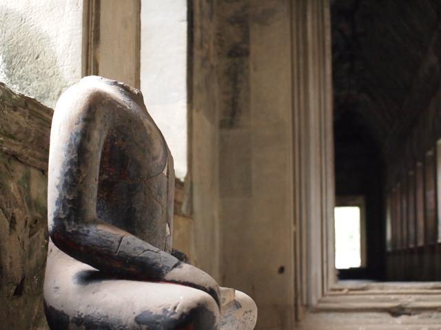 アンコールワット 首の無い仏像